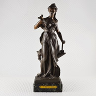 Antiek Beeld - Allegorie op de Franse Industrie - Marianne met een Hamer en een Aanbeeld