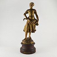 Escultura Antiga - La Première Gerbe - Colheita - Jovem Fazendeira com uma Foice